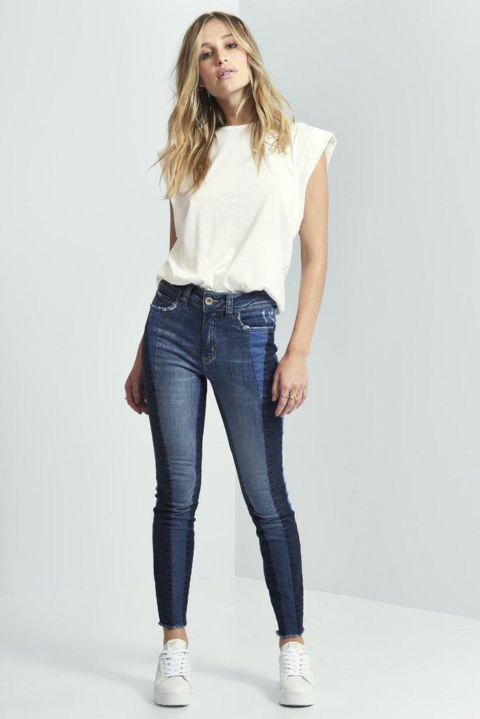 cd0eed3fc Calça Jeans Skinny bia