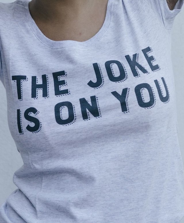 Remera JOKE en internet