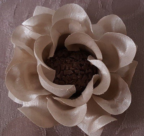 fabric-flower-wrappers-for-wedding-sweets-shantung-isis
