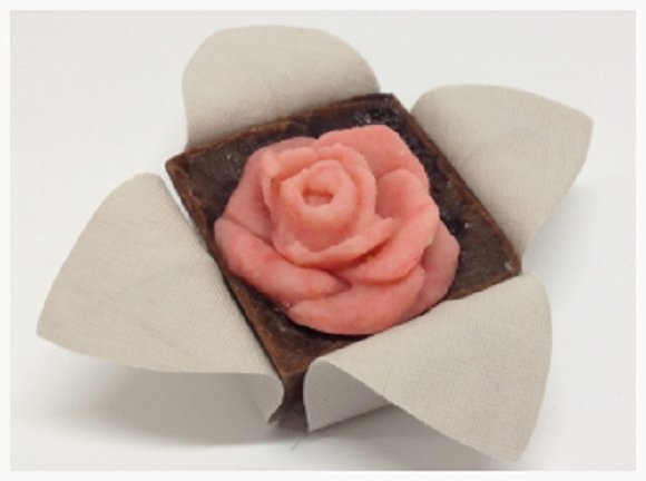 flower-wrappers-for-squared-wedding-sweets-joyce