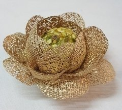 flower-wrappers-for-wedding-sweets-bloomed-camelia-gold