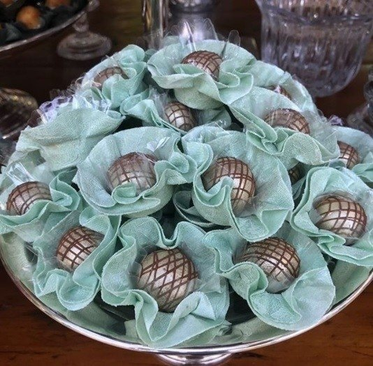flower-wrappers-for-wedding-sweets-green-lace
