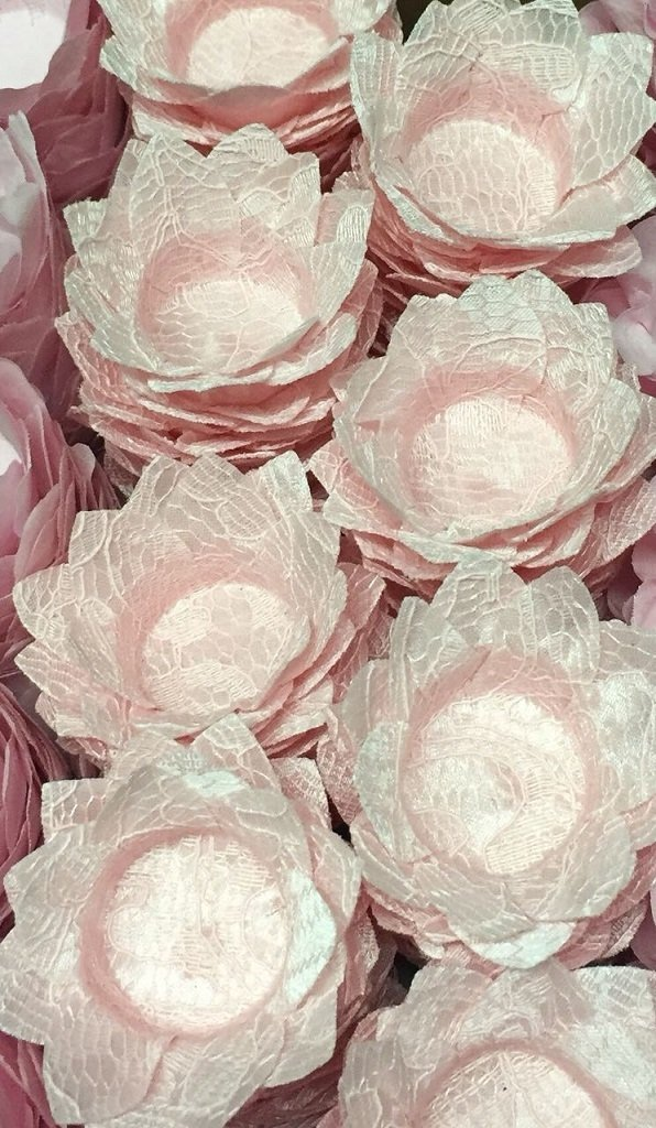 fabric-flower-wrappers-for-wedding-candies-daisy-pink-lace