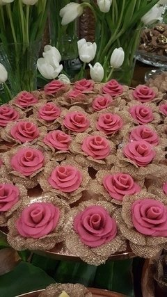 flower-wrappers-for-wedding-sweets-camellia-rose-gold