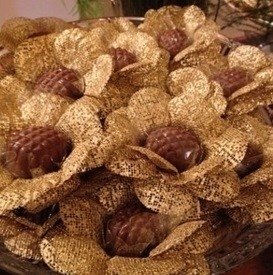 flower-wrappers-for-wedding-sweets-gold