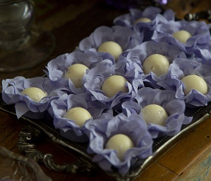 fabric-flower-for-wedding-desserts-isis-baby