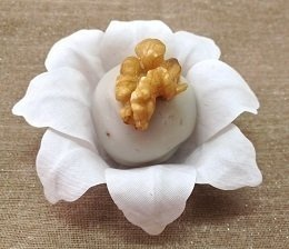 fabric-flower-wrappers-for-wedding-sweets-doble-colver