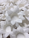 fabric-flower-wrapper-for-wedding-candies-white-daisy