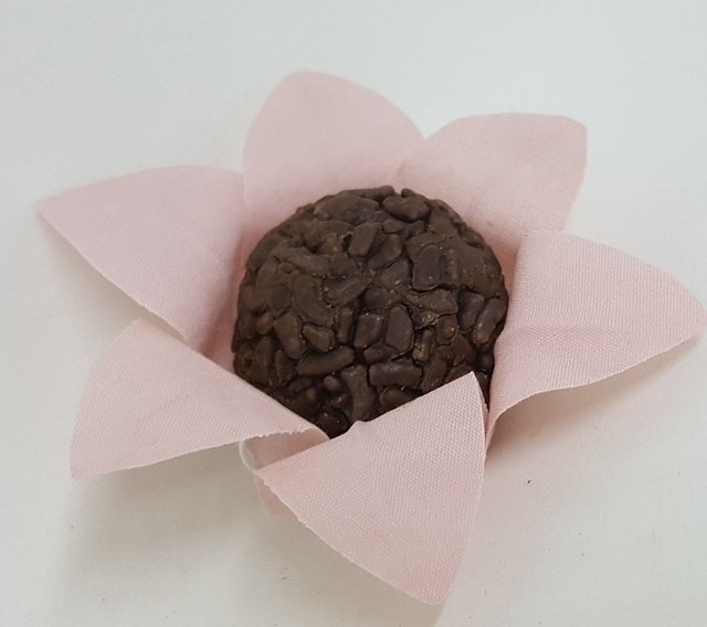 fabric-flower-wrappers-for-wedding-sweets-wired-star