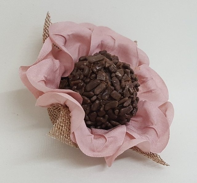 fabric-flower-wrappers-for-wedding-sweets-isis-baby