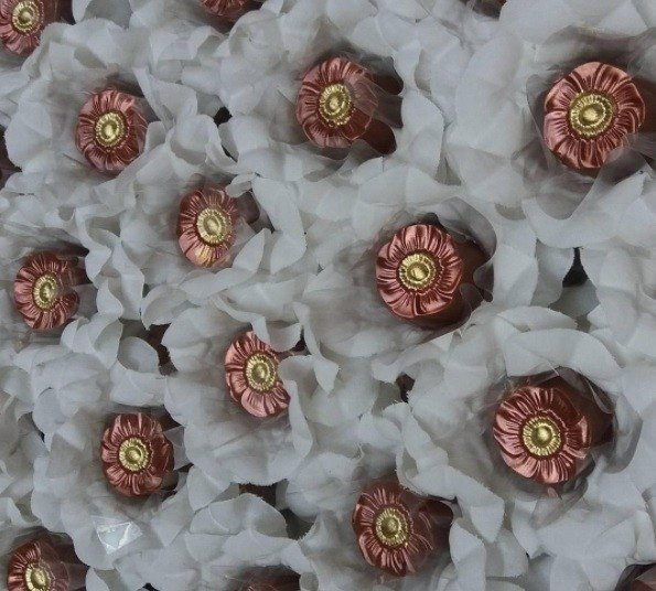 fabric-flower-wrappers-for-wedding-sweets-aline