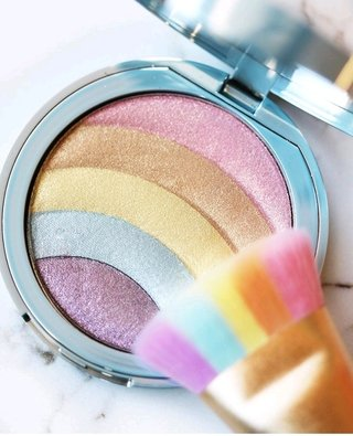 Iluminador Rainbow Strobe Too Faced
