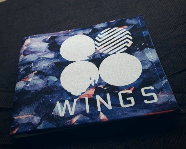 Billetera BTS - WINGS - comprar online