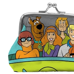 PORTA MOEDAS PVC HB SCOOBY EVEYRBODY IN THE MISTERY MACHINE na internet