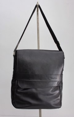Messenger bag with a flap/ Morral con tapa