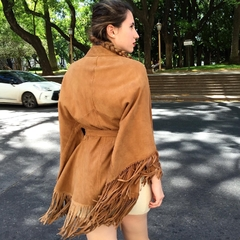 Suede cape with fringes and lace/ Capa gamuza con flecos y lazo