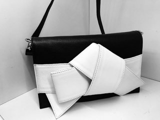 Ribbon clutch