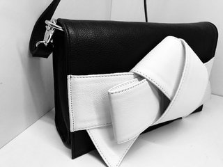Ribbon clutch - comprar online