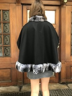 Chinchilla and cashmere cape - comprar online