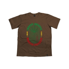 camiseta marrom chronic marilize legajuana  skate in panta