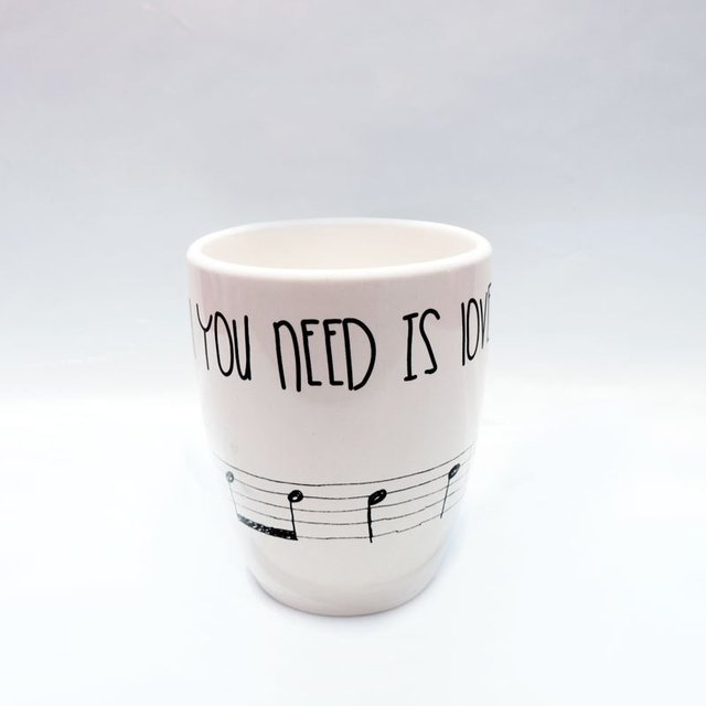 TAZA CÓNICA ALL YOU NEED IS LOVE - comprar online
