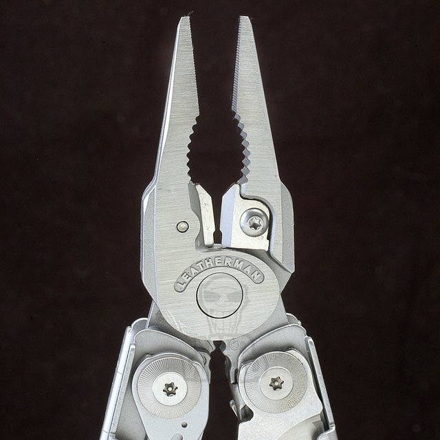 Pinza Multifuncion Surge, Leatherman. en internet