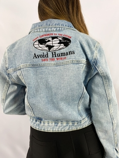 "Jaqueta jeans Lerrux retro bordada "" AVOID HUMANS"" - comprar online"