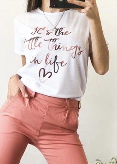 REMERA LITTLE THINGS BLANCA