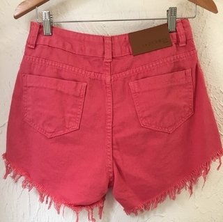Shorts Jeans Hotpants Destroyed Coral c/ Cintura Alta e Bolsos - buy online