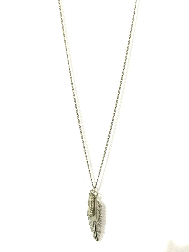 Metallic pen necklace in silver color. - buy online