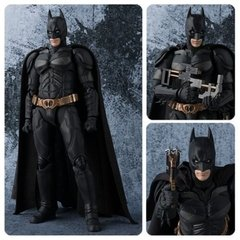 ACTION FIGURE BATMAN THE DARK KNIGHT SH FIGUARTS BANDAI