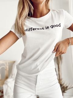 REMERA DIFFERENT - Shiloh