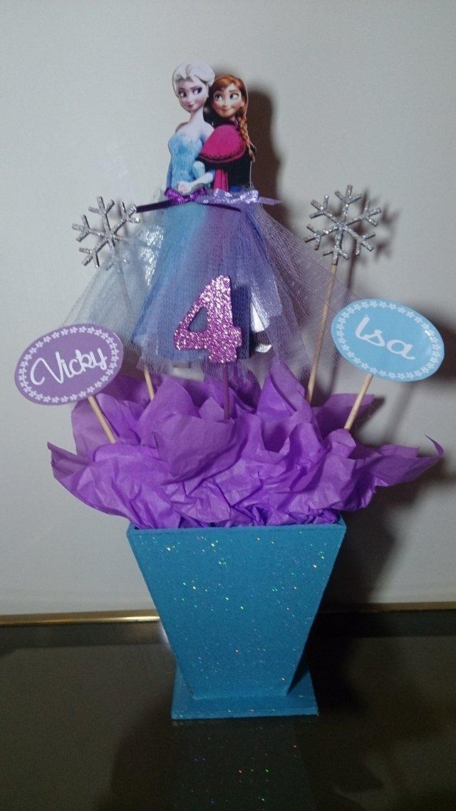 Centro de mesa frozen elsa ana olaf somos tu evento for Centros de mesa de frozen