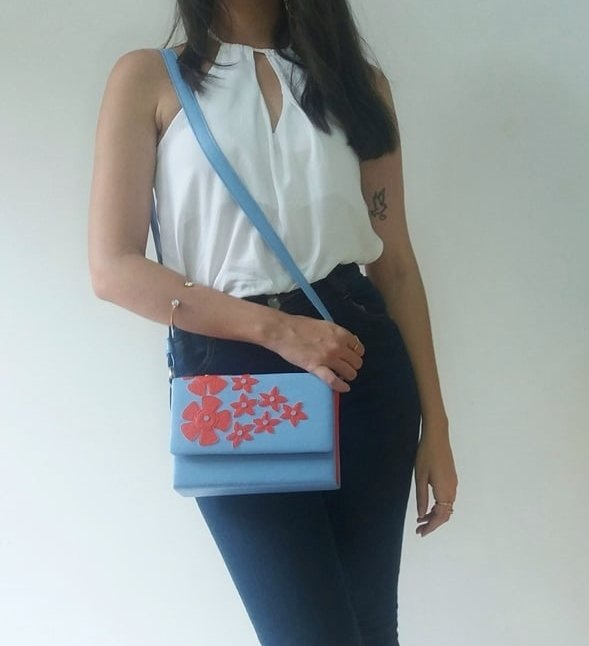 bolsa azul claro