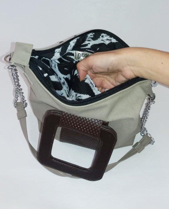 bolsa transversal com alça de mão quadrada