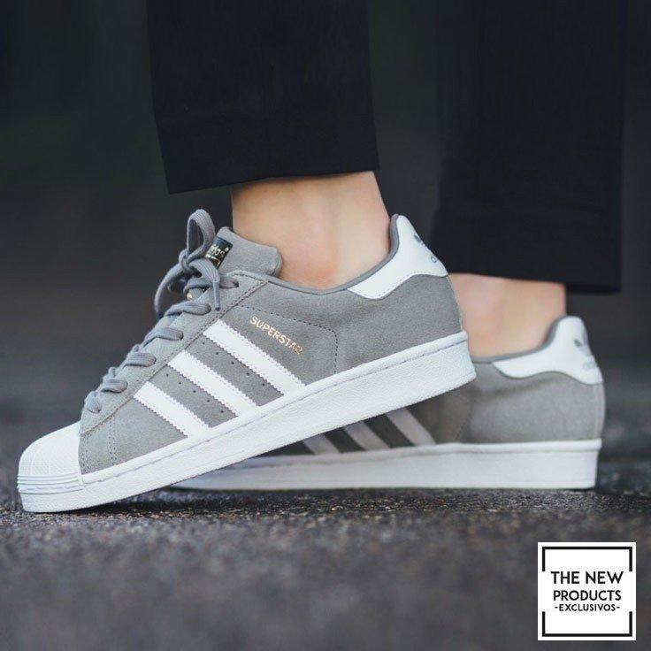 superstar grises y blancas