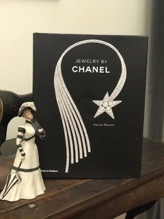 Jewelry by Chanel - comprar online