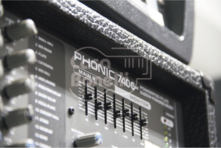 740-PLUS Phonic Consola Potenciada