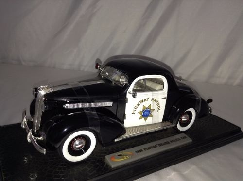 Pontiac Deluxe Highway Patrol 1936 Signature Models 1/18