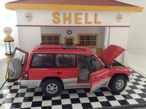 Mitsubishi Pajero 1998 Sun Star 1/18 - B Collection