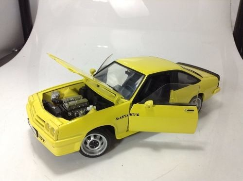 Opel Manta Gt/e Revell 1/18 - B Collection