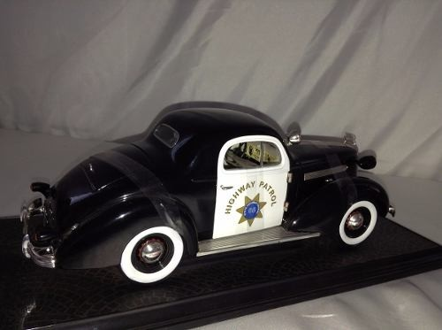 Pontiac Deluxe Highway Patrol 1936 Signature Models 1/18 - B Collection