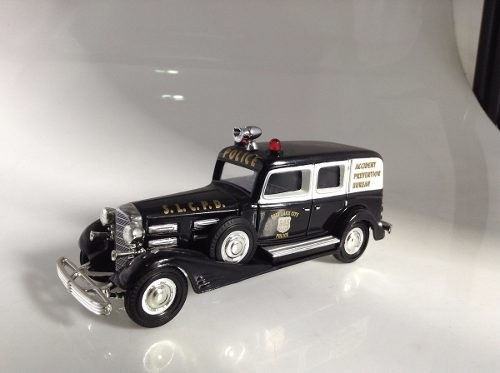 Cadillac V16 1933 Police Matchbox Collectibles 1/43 - loja online