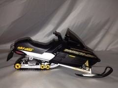 Ski-doo Bombardier 800 - Auto Art 1/12 - B Collection