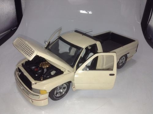 Dodge Ram Custom Ertl 1/18 - B Collection