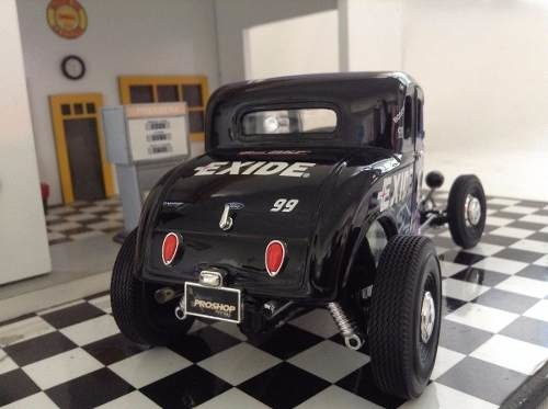 Ford 1932 Proshop Customs Ertl Collectibles 1/18 na internet