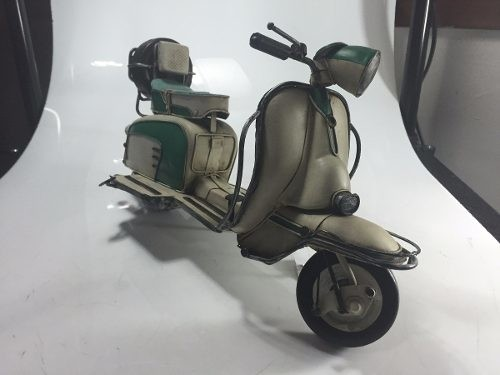 Lambretta De Lata Decorativa - B Collection