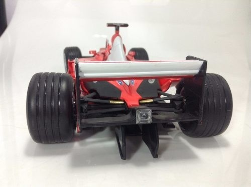 Ferrari F2001 Schumacher Hot Wheels 1/18 na internet