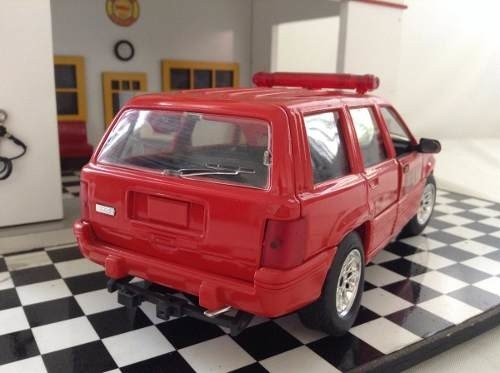 Jeep Cherokee Pompier Solido 1/18 na internet