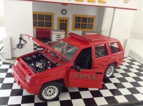 Jeep Cherokee Pompier Solido 1/18 - B Collection